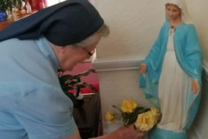 Sr Mary McGinty with statue of Our Lady